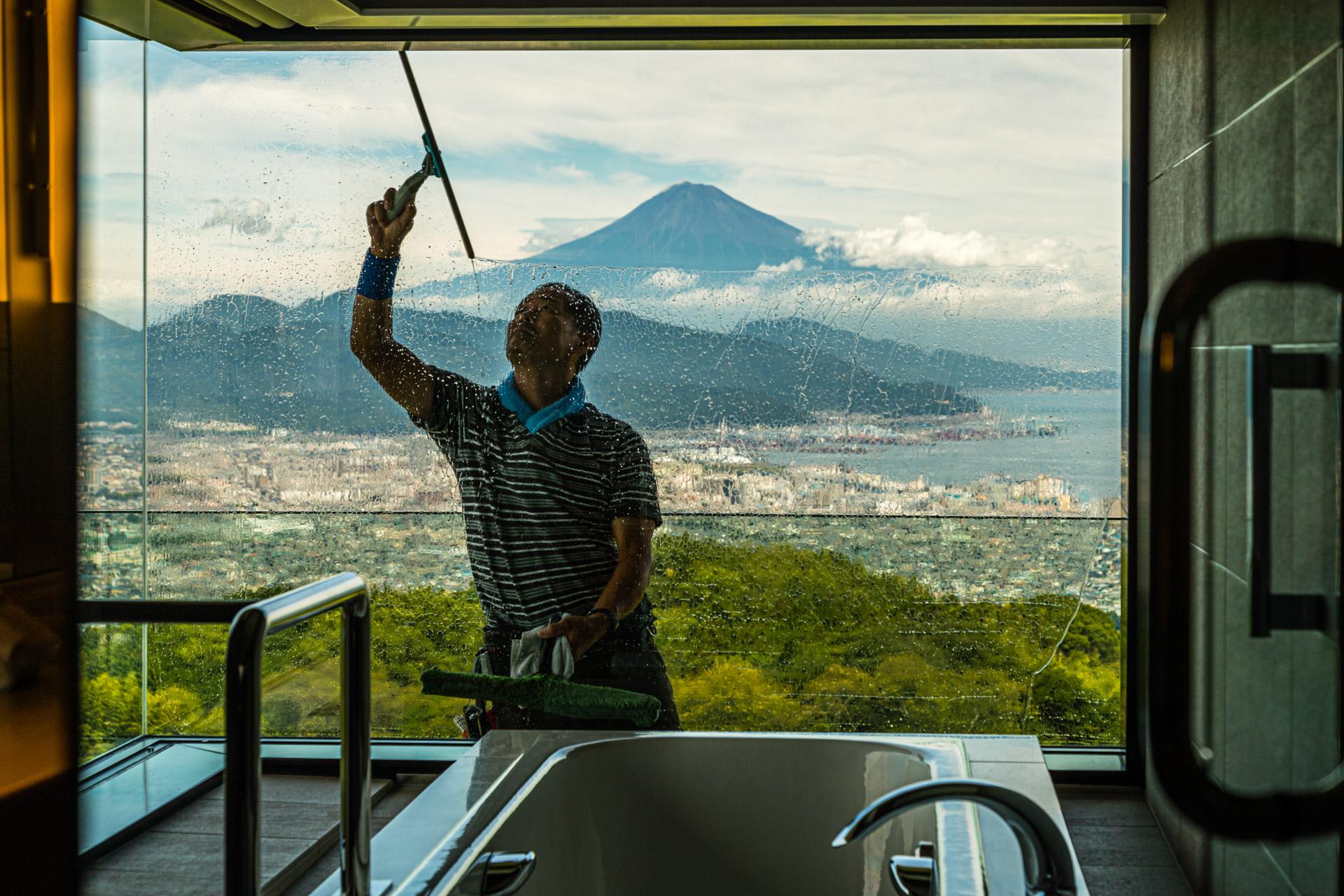 Window Cleaner of Nippondaira Hotel, Shizuoka, Japan with view on Mount Fuji